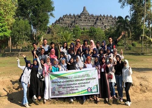 Gandeng Izzah Tour & Travel, Mahasiswa Peminatan AKK FKM UHO Tour Wisata Sambangi 3 Provinsi di Pulau Jawa