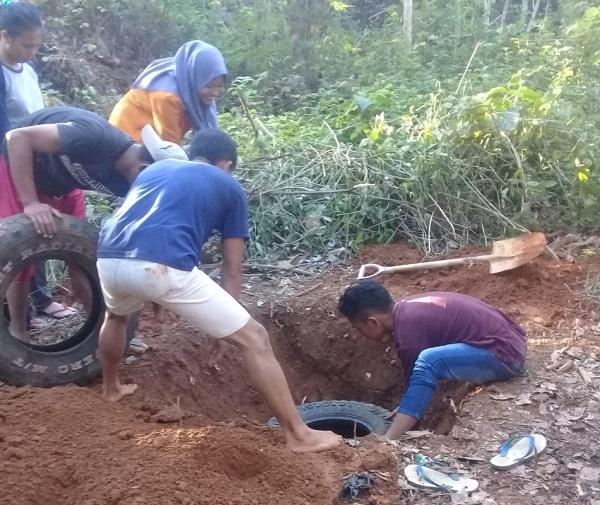 Pembuatan Jamban Percontohan di Kelurahan Purirano