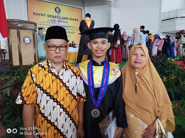 Mahasiswa FKM Wisudawan Terbaik Universitas Halu Oleo