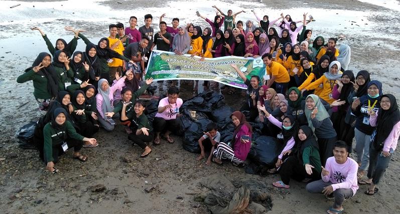 Aksi Bakti Lingkungan (Peduli Teluk Kendari) Mahasiswa PBL FKM UHO Kecamatan Kendari